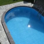 stenlagd uteplats med pool